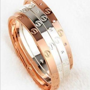 1 Oak Jewelry - Woman's Love Screw Gift Gold Bracelet Bangle